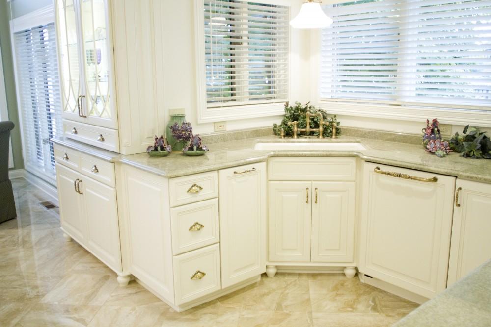 Standard kitchen bath white kitchen cabinets for Standard white kitchen cabinets