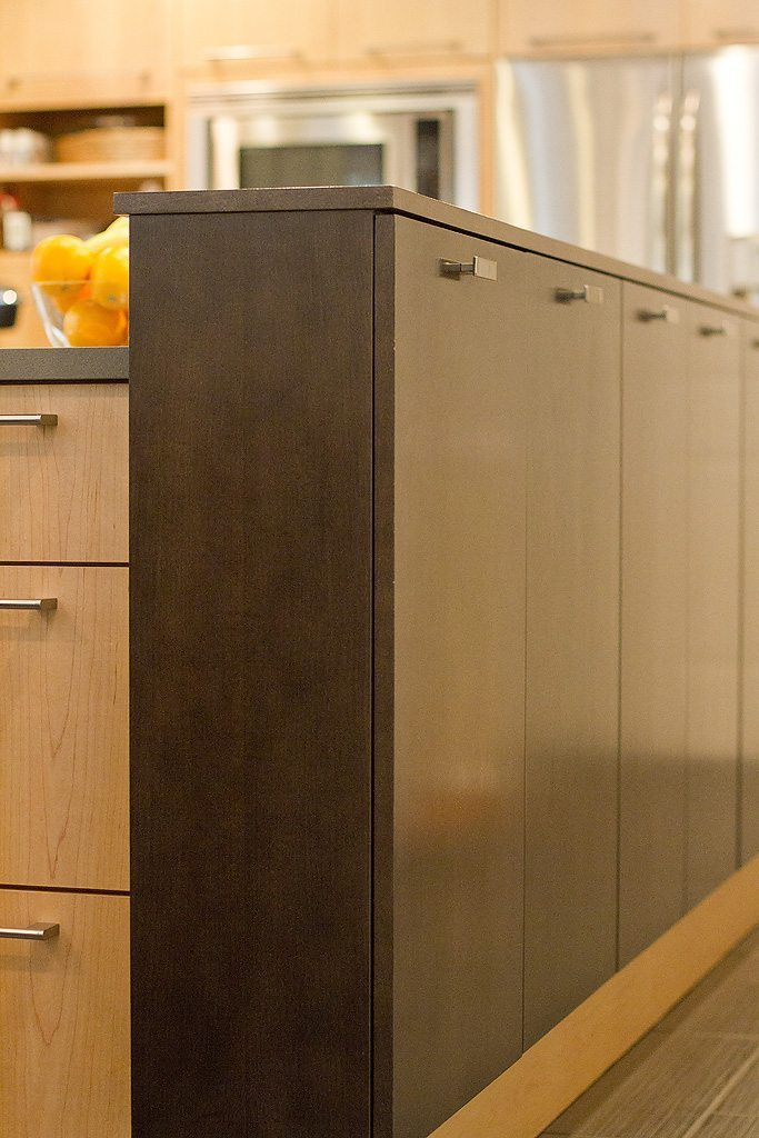 Standard kitchen bath contemporary mouser prizma for Bathroom cabinets knoxville tn