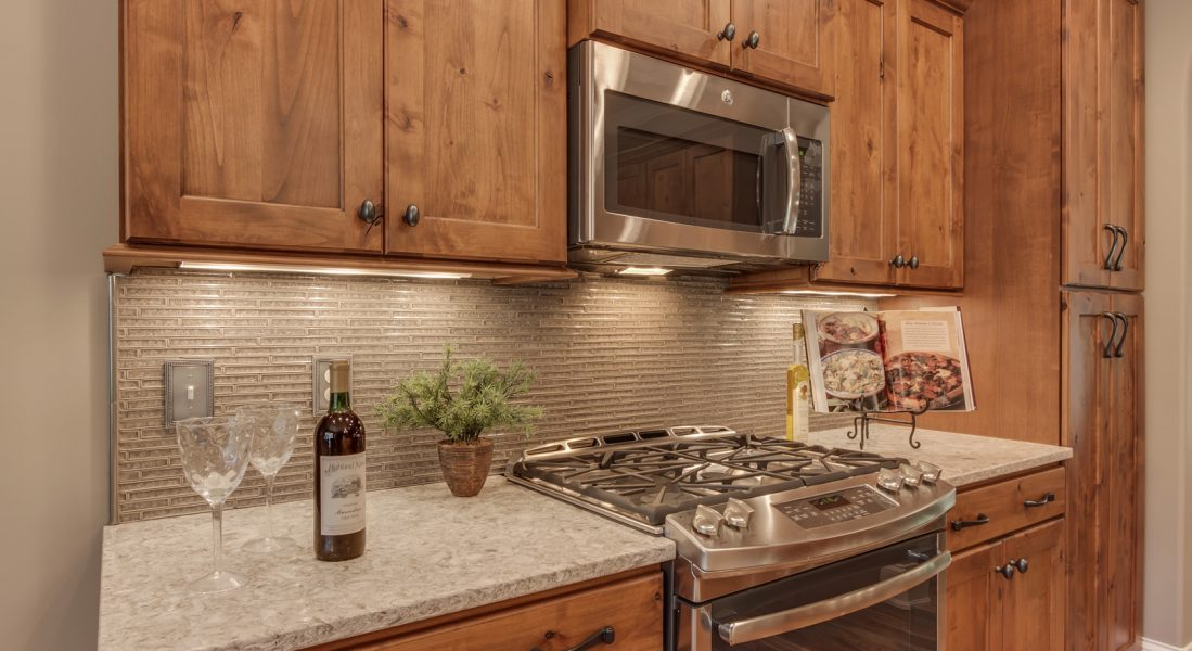 25_401_Seminole_Place_Kitchen02