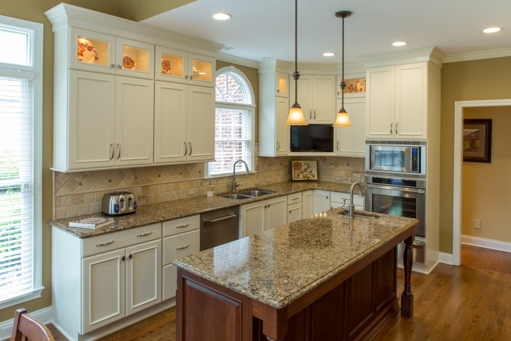 Showplace kitchen in painted soft cream standard kitchen for Bathroom cabinets knoxville tn