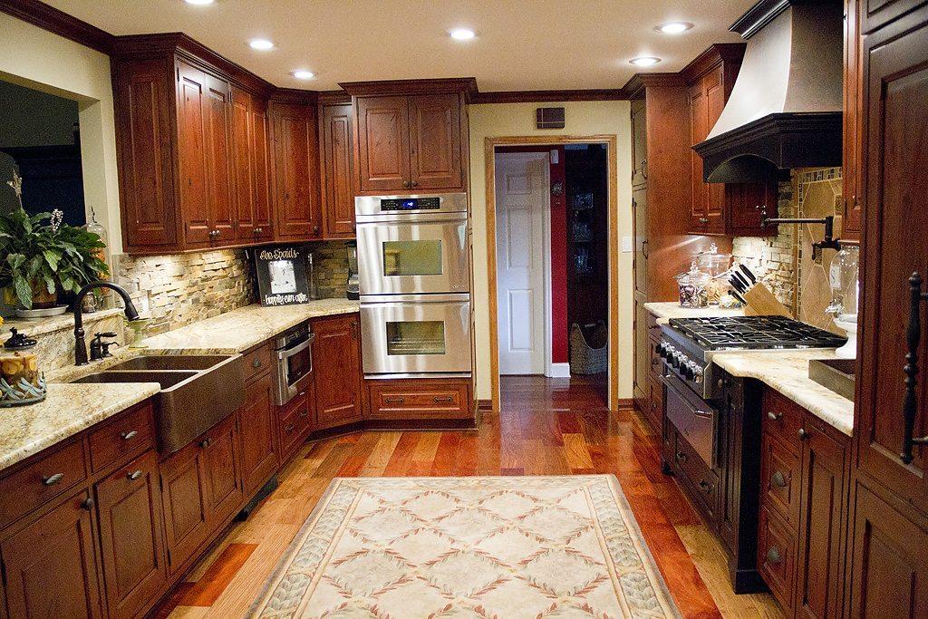 Standard kitchen bath mouser vintage in beaded inset for Kitchen design knoxville