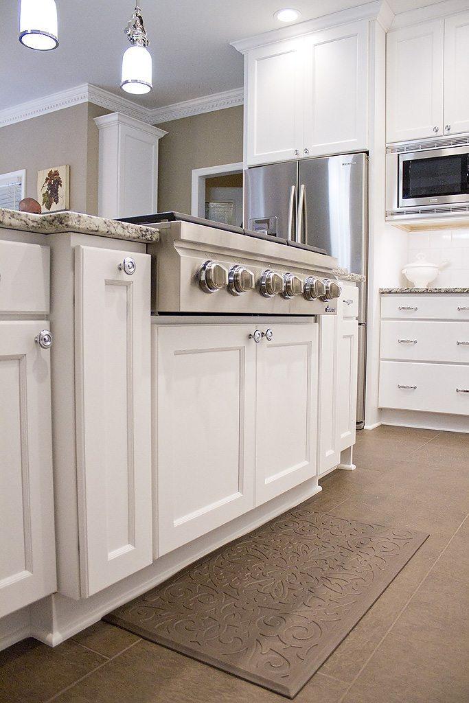 Kitchen cabinets knoxville tn standard kitchen bath mouser for Standard white kitchen cabinets